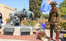 פסל הלוחם האבוריג'יני וסוסו