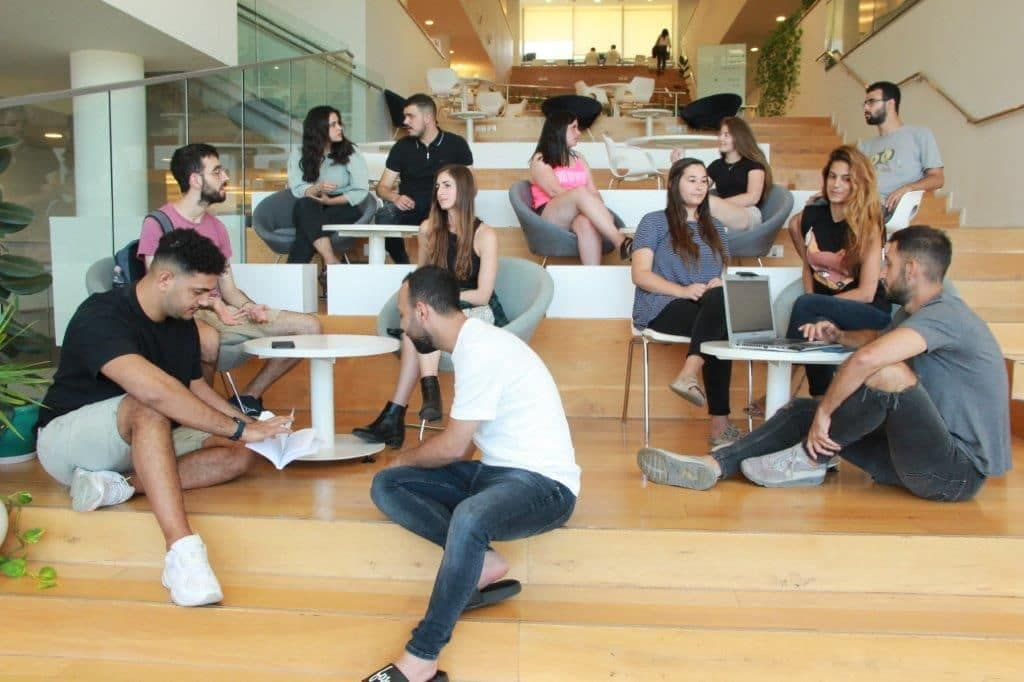 מצורף צילום של הסטודנטים מארגני הועידה. קרדיט צילום: אבי בן מוחא